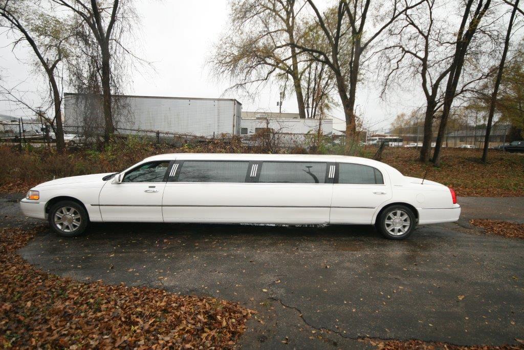 2007-120-federal-limousine-10passenger-limo-coach-02
