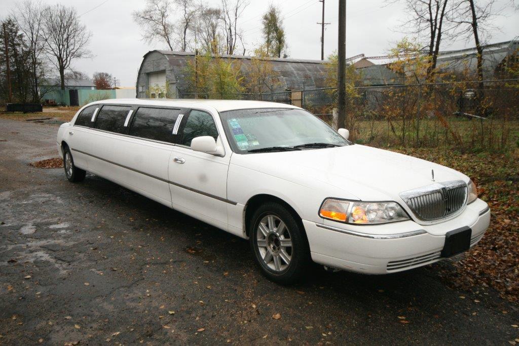 2007-120-federal-limousine-10passenger-limo-coach-05