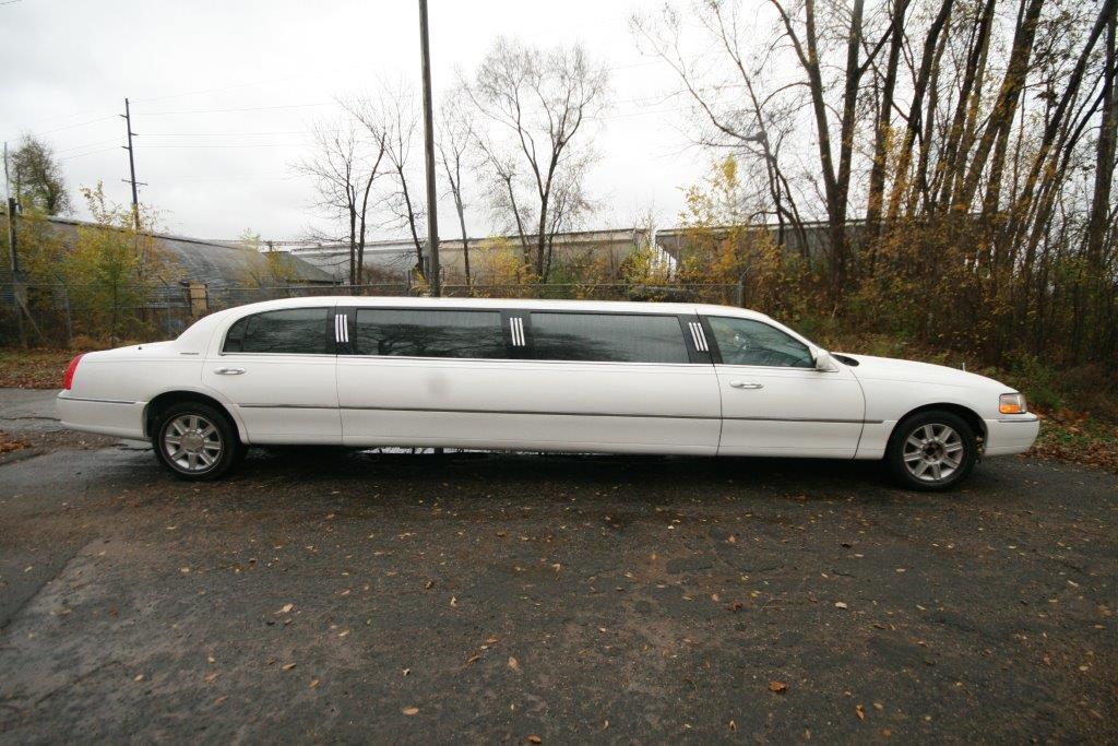 2007-120-federal-limousine-10passenger-limo-coach-06