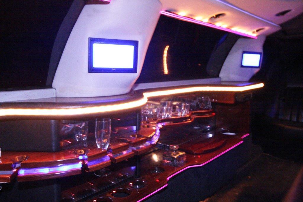 2007-120-federal-limousine-10passenger-limo-coach-17