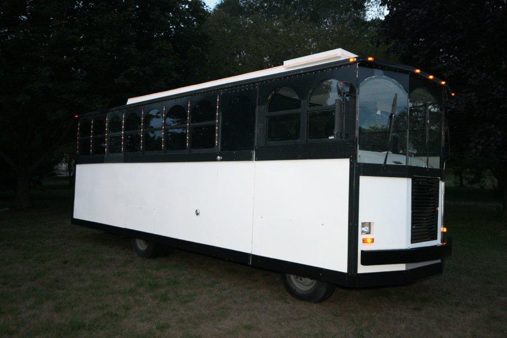 2012-limo-trolley-22-passenger-conversion-04