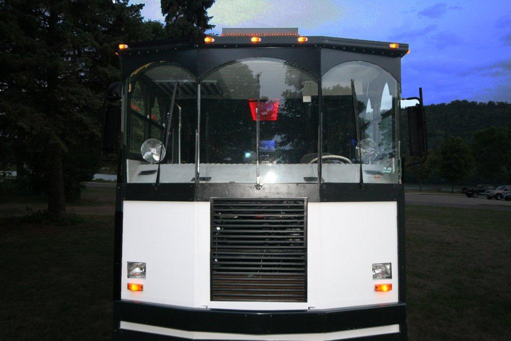 2012-limo-trolley-22-passenger-conversion-06
