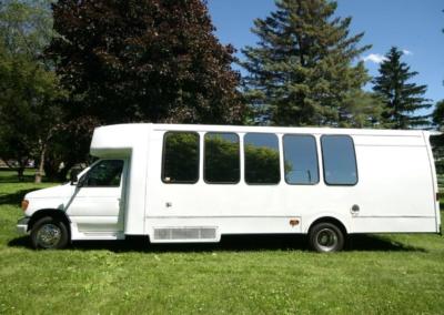 limo-coach-22-passenger-TT-39-16