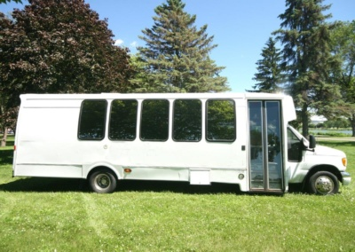 limo-coach-22-passenger-TT-39-21