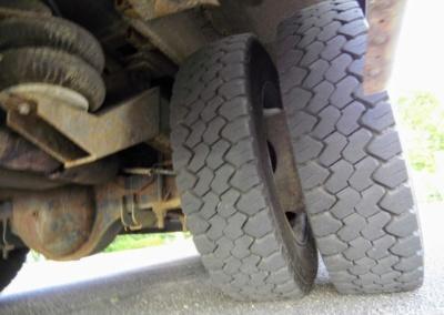 1999 Krystal Limo Bus Tires