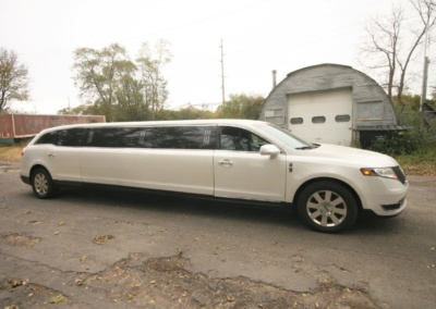 2014-MKT-Lincoln-Town-Car-120_SUV-Limo-07