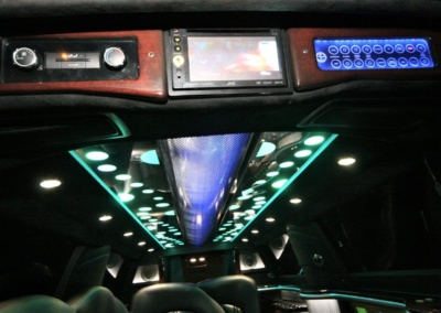 2014-MKT-Lincoln-Town-Car-120_SUV-Limo-11